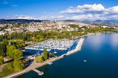 Flyg- sikt av Ouchy strand i Lausanne Schweiz arkivbild