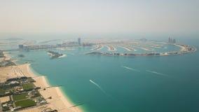 Flyg- sikt av Palm Jumeirah ön lager videofilmer