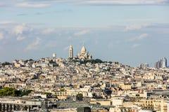 Flyg- sikt av Paris cityscape med Basilique du Sacre Coeur på Arkivbilder