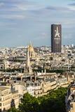 Flyg- sikt av Paris cityscape med Montparnasse torn och Les I Arkivbilder