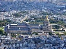 Flyg- sikt av Paris från Eiffeltorn som förbiser det Invalides huset royaltyfria bilder