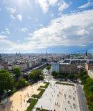 Flyg- sikt av Paris från tornen av Notre Dame Arkivfoto