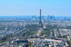 Flyg- sikt av Paris med Eiffeltorn arkivfoton