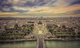 Flyg- sikt av Paris på solnedgången Royaltyfria Foton