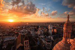 Flyg- sikt av Paris på solnedgången, Frankrike Arkivfoto