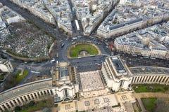 Flyg- sikt av Paris stadsgator runt om den Trocadero fyrkanten arkivfoto