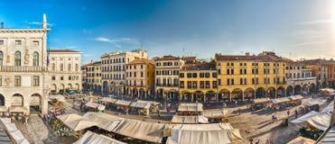 Flyg- sikt av piazza Erbe, marknadsfyrkant i Padua, Italien Royaltyfri Fotografi