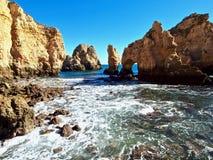 Flyg- sikt av Ponta da Piedade i Lagos på den Algarve kusten av Portugal arkivfoton