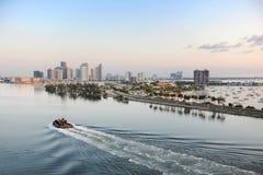 Flyg- sikt av port av Miami arkivbild