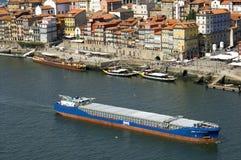 Flyg- sikt av Porto med floden Douro och Ribeira Royaltyfri Bild