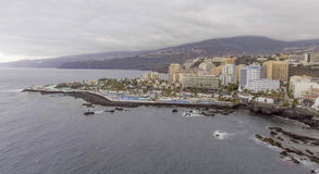 Flyg- sikt av Puerto de la Cruz, Tenerife Royaltyfri Bild