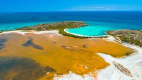 Flyg- sikt av Puerto Rico Faro Los Morrillos de Cabo Rojo Playa Sucia strand och att salta sjöar i Punta Jaguey royaltyfri fotografi