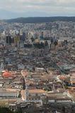 Flyg- sikt av Quito, Ecuador Arkivbild