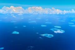 Flyg- sikt av Raa-atollen Royaltyfri Foto