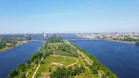 Flyg- sikt av Riga från TVtorn Daugava Lettland stock video
