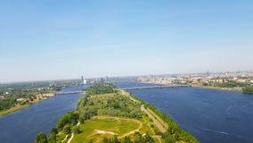 Flyg- sikt av Riga från TVtorn Daugava Lettland arkivfilmer