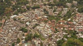Flyg- sikt av Rocinha Favelas lager videofilmer