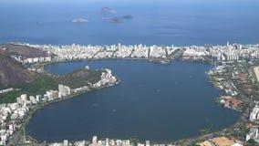 Flyg- sikt av Rodrigo De Freitas Lake In Rio De Janeiro lager videofilmer