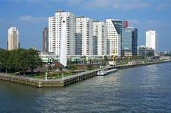 Flyg- sikt av Rotterdam med floden och skyskrapor Royaltyfria Bilder