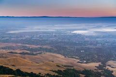 Flyg- sikt av södra San Francisco Bay efter solnedgång Royaltyfri Fotografi