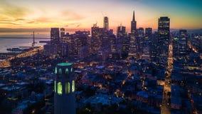 Flyg- sikt av San Francisco på gryning Royaltyfri Fotografi