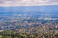 Flyg- sikt av San Jose, hj?rtan av Silicon Valley; s?dra San Francisco Bay omr?de, Kalifornien arkivfoto