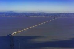 Flyg- sikt av San Mateo Bridge arkivbild
