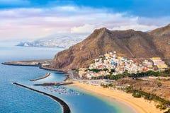 Flyg- sikt av Santa Cruz de Tenerife från luften i Spanien arkivfoto