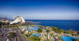 Flyg- sikt av Santa Cruz de Tenerife, Spanien Arkivfoton