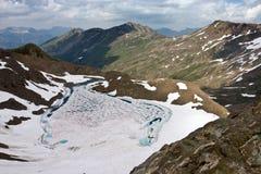 Flyg- sikt av schweiziska Alps i sommar Arkivfoto