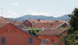 Flyg- sikt av Settimo Torinese roofscape arkivbilder