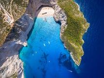Flyg- sikt av sikten för Navagio strandskeppsbrott i Zakynthos Zante arkivfoto