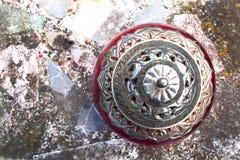 Flyg- sikt av silver och Cerise Bowl Royaltyfri Fotografi