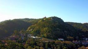 Flyg- sikt av Sintra med slottar på kullarna, Portugal arkivfilmer