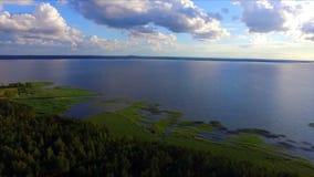 Flyg- sikt av sjön och nationalparken Razna i Lettland stock video