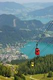 Flyg- sikt av sjöSten Wolfgang, Österrike Arkivfoto