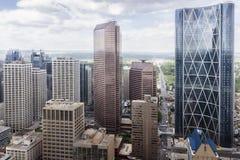 Flyg- sikt av skyskrapor och torn Arkivfoto