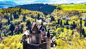Flyg- sikt av slotten i Vianden Luxembourg Europa royaltyfria foton
