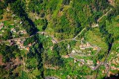 Flyg- sikt av små hus i nunnans dal fotografering för bildbyråer