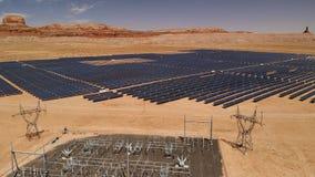 Flyg- sikt av solenergiväxten som lokaliseras i Arizona, enig statistik royaltyfri bild