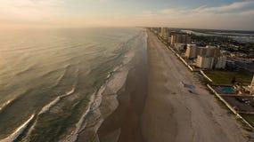 Flyg- sikt av solnedgången över den Florida stranden Fotografering för Bildbyråer