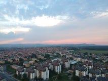 Flyg- sikt av solnedgången i Kragujevac - Serbien Arkivbilder