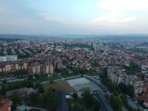 Flyg- sikt av solnedgången i Kragujevac - Serbien Arkivfoton