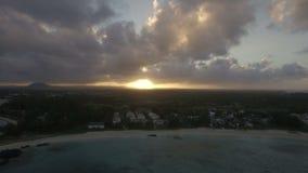 Flyg- sikt av solnedgången på Mauritius Island stock video