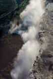 Flyg- sikt av sprej som döljer Victoria Falls Royaltyfri Bild
