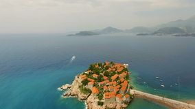 Flyg- sikt av St Stephen i Montenegro arkivfilmer