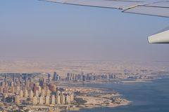 Flyg- sikt av staden Doha, huvudstad av Qatar royaltyfri foto