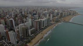 Flyg- sikt av staden av Fortaleza, Ceara tillstånd, Brasilien stock video