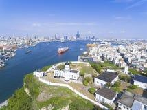Flyg- sikt av staden i den Taiwan - Kaohsiung hamnen Fotografering för Bildbyråer