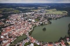 Flyg- sikt av staden Jindrichuv Hradec i södra Bohemia, Tjeckien Royaltyfria Bilder